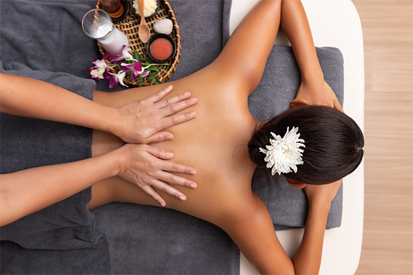Irene Wolf, Hotel Hirschen GlottertalMassage, tibetische Rückenmassage, In Balance, Wohlfühl Massagen, Kräuter-Stempel Massage, Hot Stone Massage, Klang Massage, Klassische Massage
